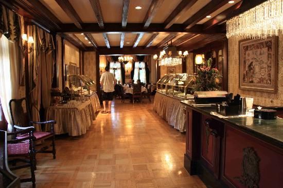 Dining Room with Salad & Desert Bars - Picture of Club 33 ...