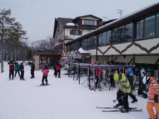 Chestnut Mountain Resort: Outside Cafe