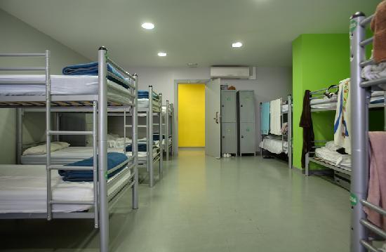 Alberguinn Sants Youth Hostel : Big Dorm but Beautiful!!!