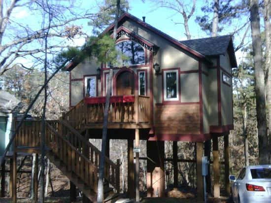 The Grand Treehouse Resort: Cedar Manor Treehouse