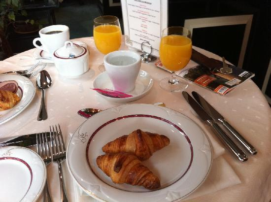 St. Petersbourg Hotel: Breakfast