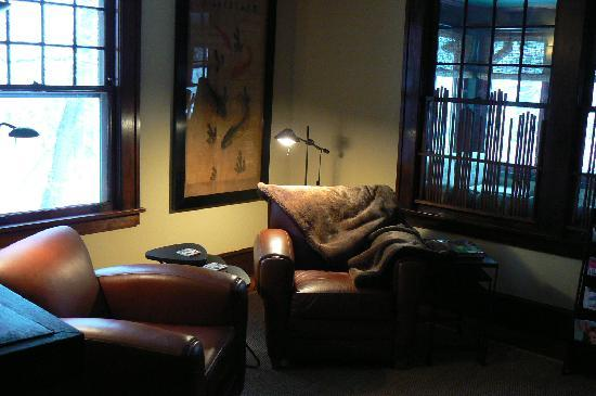 ASIA Bed and Breakfast Spa: Cozy library