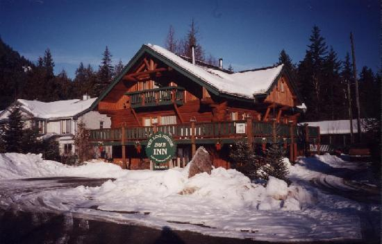 The Log House Inn: The Log House