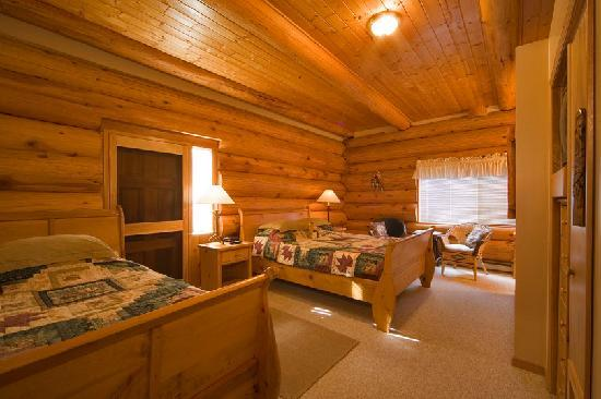 The Log House Inn: Queen & Twin room