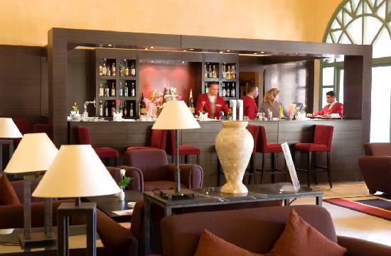 Alhambra Thalasso Hotel: Piano bar cordoba