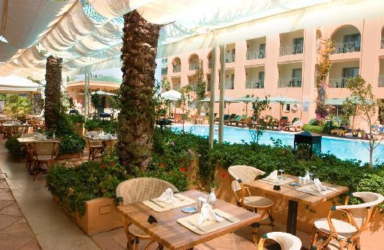 Alhambra Thalasso Hotel: Restaurant piscine seville