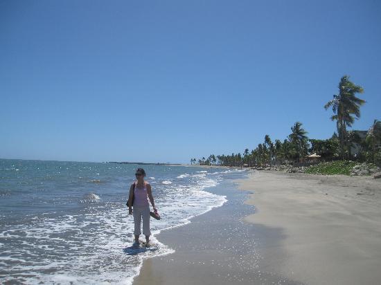 Radisson Blu Resort Fiji Denarau Island : The stretch of beach in front of the Radisson