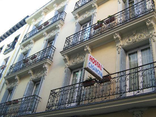 Hostal Residencia Casanova: la fachada del edificio