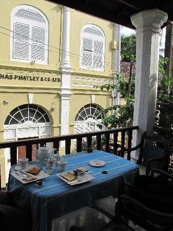 Fort Fifty Inn: breakfast from the balcony