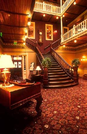 Beaumont Hotel & Spa: Lobby/Grand Staircase