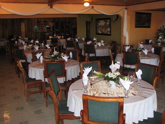 Las Palmeras: Salón listo para un matrimonio
