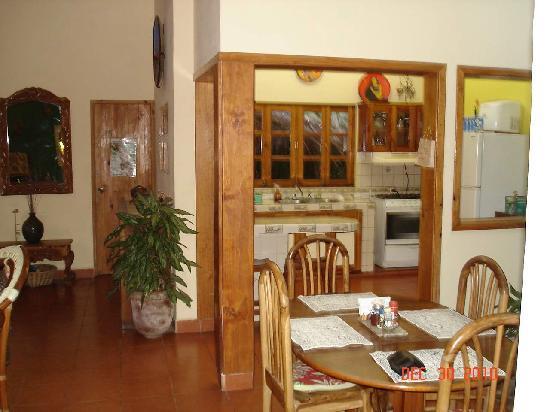 The Secret Cove Inn: Kitchen/dining room