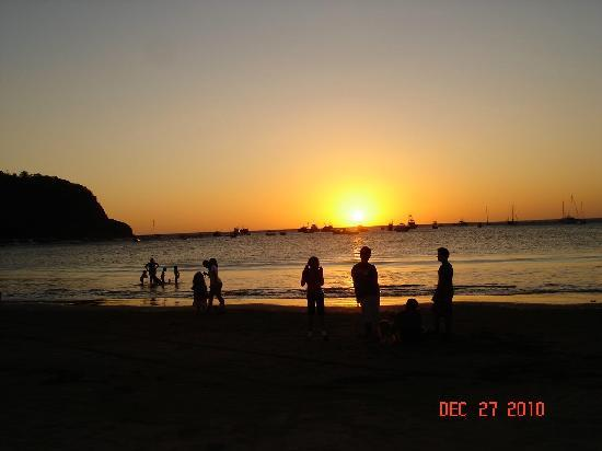 The Secret Cove Inn: Sunset at beach 200 yards from Inn