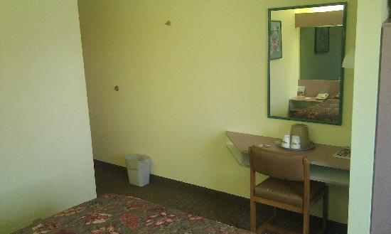 Microtel Inn & Suites by Wyndham Knoxville: Room