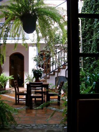 Hostal Dona Esther: View of the courtyard from breakfast at the restaurant