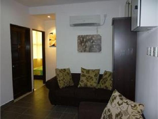 1 Baron Motel: Lobby with air cond