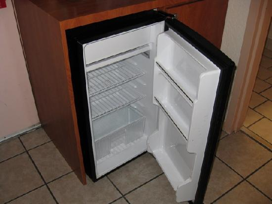 Quality Inn & Suites: mini fridge