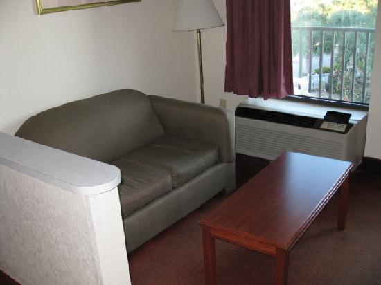 Quality Inn & Suites: sitting area