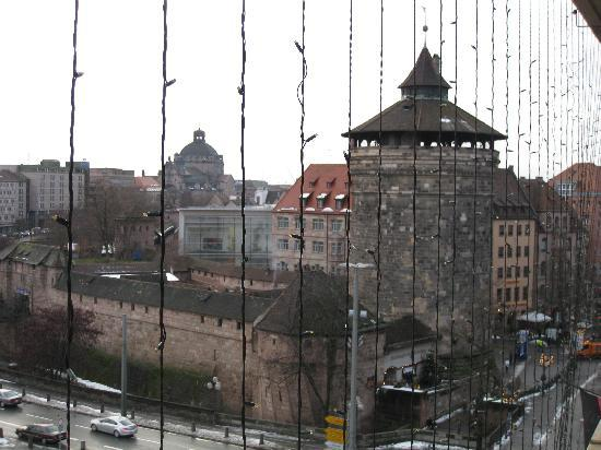 Le Meridien Grand Hotel Nürnberg: View from the other window in my room.  A perfect city centre location!