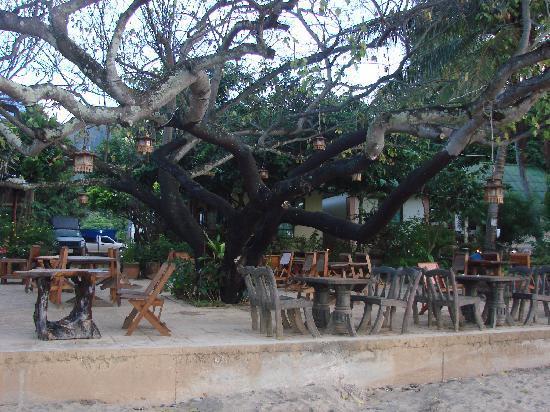 كانتيانج باي فيو ريزورت: restaurant sur la plage