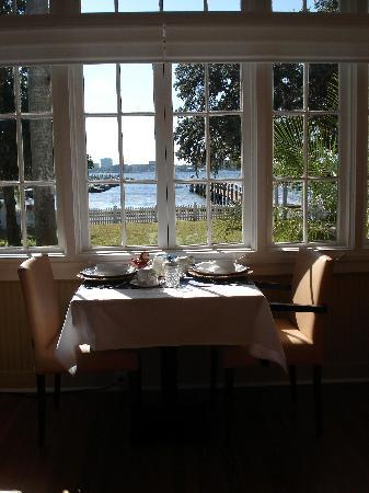 Palmetto Riverside Bed and Breakfast: Breakfast Room