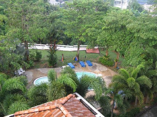 Krabi Golden Hill Hotel: Blick auf die Poollandschaft