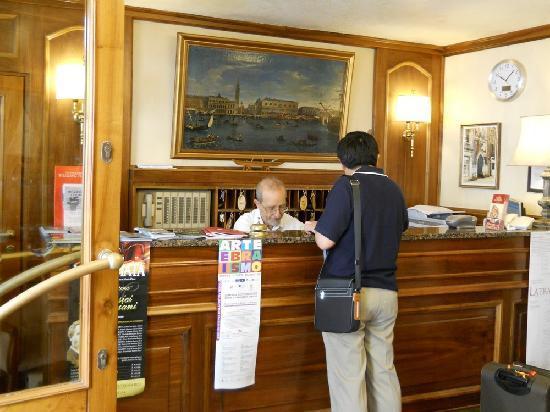 Hotel Guerrini : reception