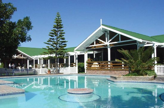 Pine Lodge Resort & Conference Centre: Our sparkling pool.