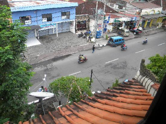 Taman Suci Hotel: Street scene during the day taken from my room