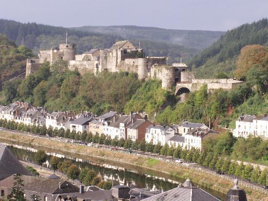Vue sur le château-fort de Bouillon
