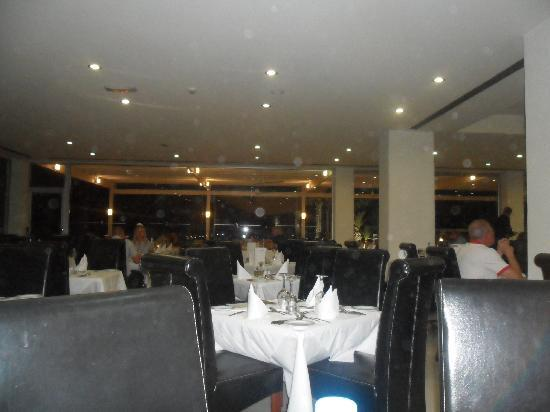 Vrissiana Beach Hotel: Posh Restaurant in Hotel