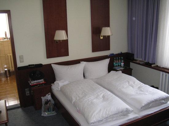 Ferienhotel Augustusburg: kleines 2-Bettzimmer mit Bad