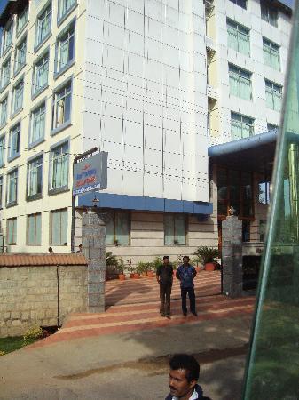 Hotel Presidency: hotel from outside