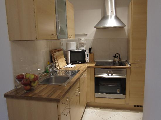 Leda Apartments: one of the kitchen
