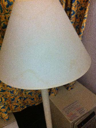 Maingate Lakeside Resort: Stained lampshade