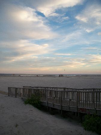 Wildwood Beach: ramps and walkways on the sand