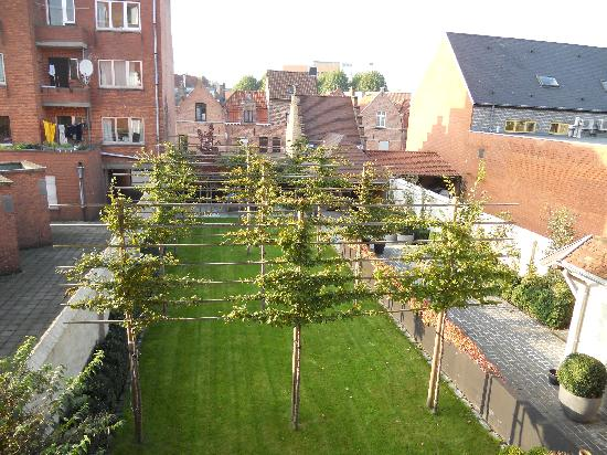 Charming Brugge: Out over the garden
