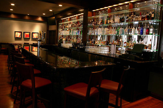 5th Ave Grille: Love the bar top
