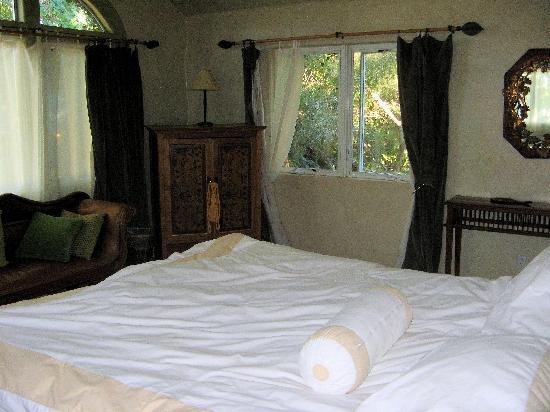 Emerald Iguana Inn: Treehouse Suite - Bedroom
