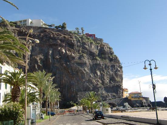 Estalagem Ponta do Sol: hotel on the cliff