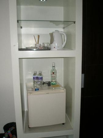 Baron Beach Hotel: Refrigerator