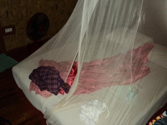 Koh Mook Charlie Beach Resort: Bed On The Floor