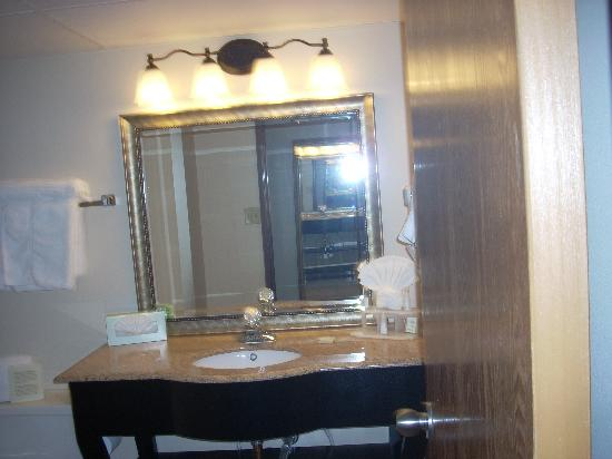 Baymont Inn & Suites Lafayette: Bathroom