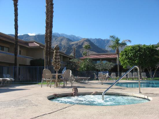 The Garden Vista Hotel Palm Springs: Great hot tub!!