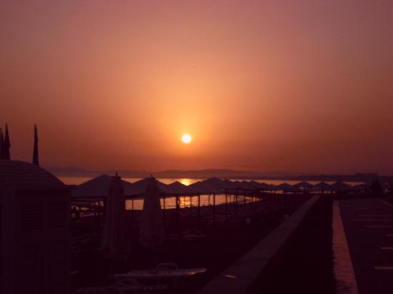 Emirhan Garden: Sonnenuntergang am Strand