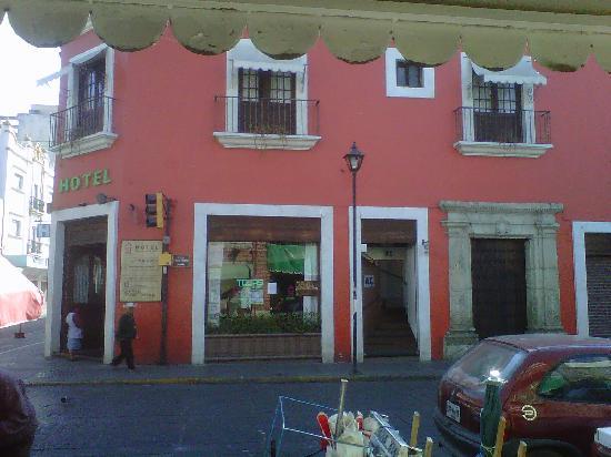 Hotel Trebol: El hotel visto desde el mercado