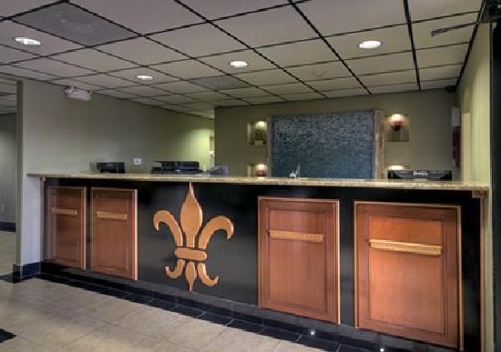 Magnuson Hotel Port Allen: Front Desk