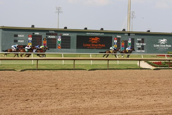 Lone Star Park: Outside