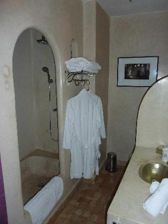 Riad O: room Prune -- bathroom
