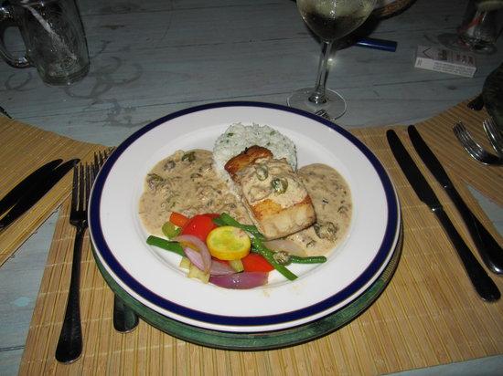 Angermeyer Waterfront Inn: Crabmeat stuffed fish